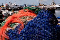 1020-fishing_nets_on_poole_quay
